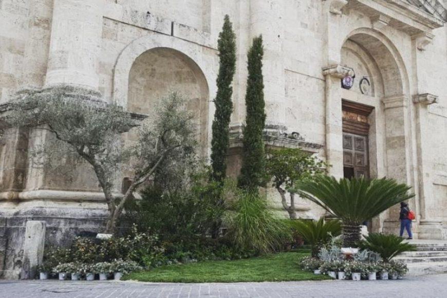Da Piceno Time – Ascoli Piceno, bellissimo giardino temporaneo davanti alla Cattedrale di Sant'Emidio